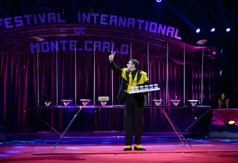 38e FESTIVAL INTERNATIONAL DU CIRQUE DE MONTE CARLO 2014 PLATE SPINNING ACT plate spinning pictures