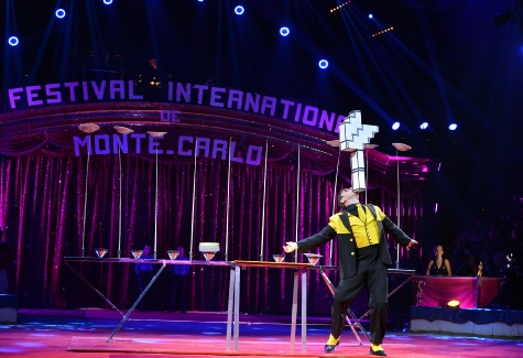 38e FESTIVAL INTERNATIONAL DU CIRQUE DE MONTE CARLO 2014 JUGGLING COMEDY PLATE SPINNER plate spinning pictures