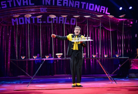 38e FESTIVAL INTERNATIONAL DU CIRQUE DE MONTE CARLO 2014 PLATE SPINNER COMEDY JUGGLER plate spinning pictures